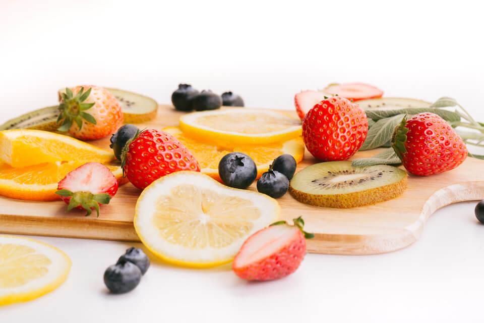 戒糖第一步,以奇異果、香蕉等天然水果取代人工甜食