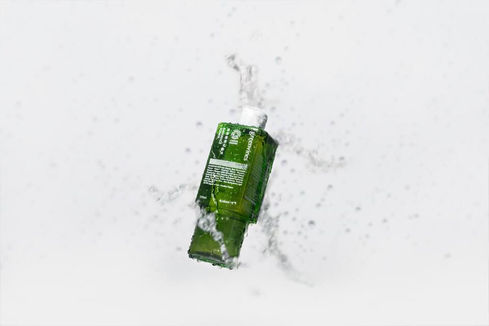 活萃修護化妝水以百株活萃青花椰苗,給肌膚溫和單純的保養,避免過敏不適