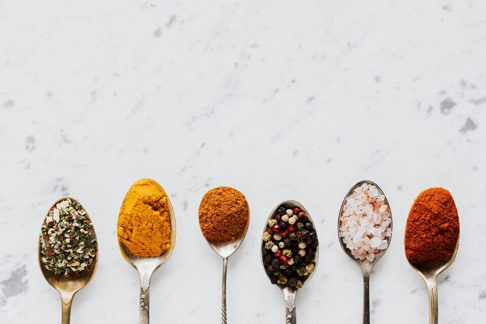 淡化斑點也應留意飲食,避免辣椒、蔥、蒜等高刺激食物