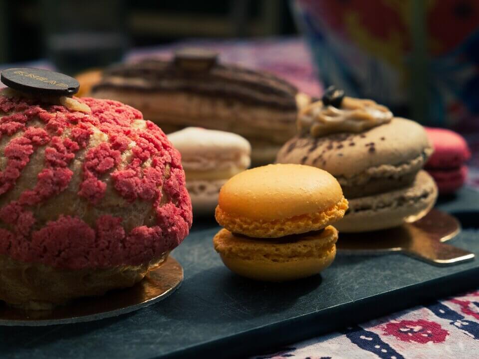 高 GI 食物如糕餅甜點,容易引起油脂過度分泌,造成頭皮長痘痘
