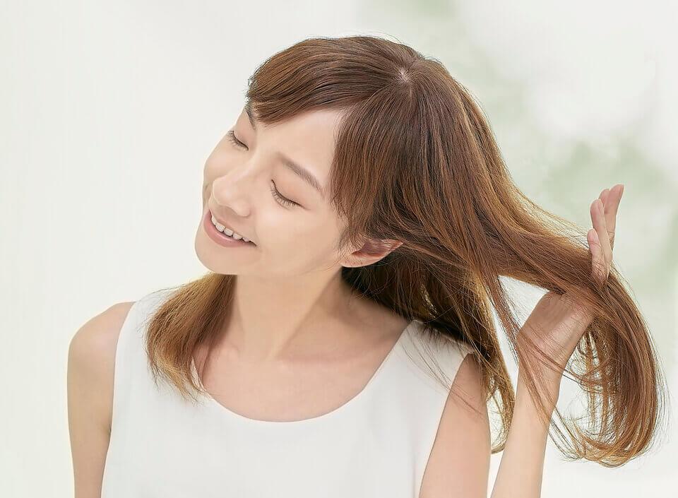 暫停使用不需要的潤髮/護髮與造型產品,這些產品通常會添加造成頭皮阻塞、紅腫、脫屑及搔癢的化學成分