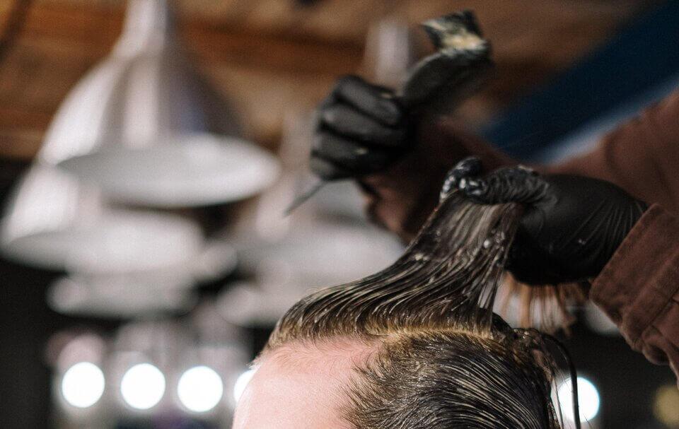 染髮劑中的苯二胺(PPD)可能造成頭皮癢發癢或出現疹子