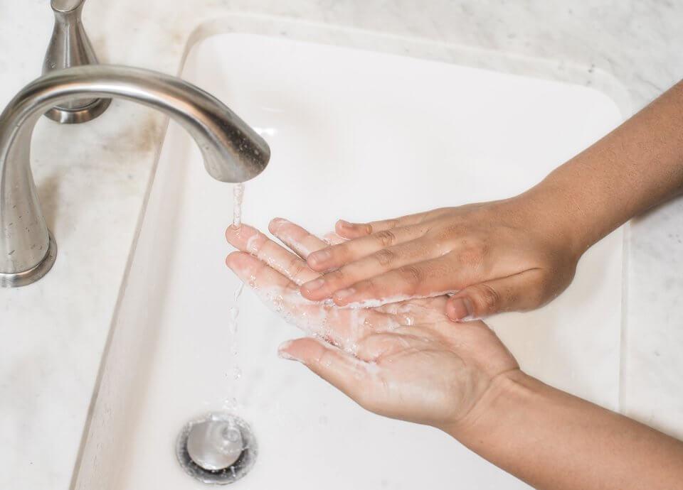 皮秒術後應減少洗臉頻率、盡量只以清水清潔就好