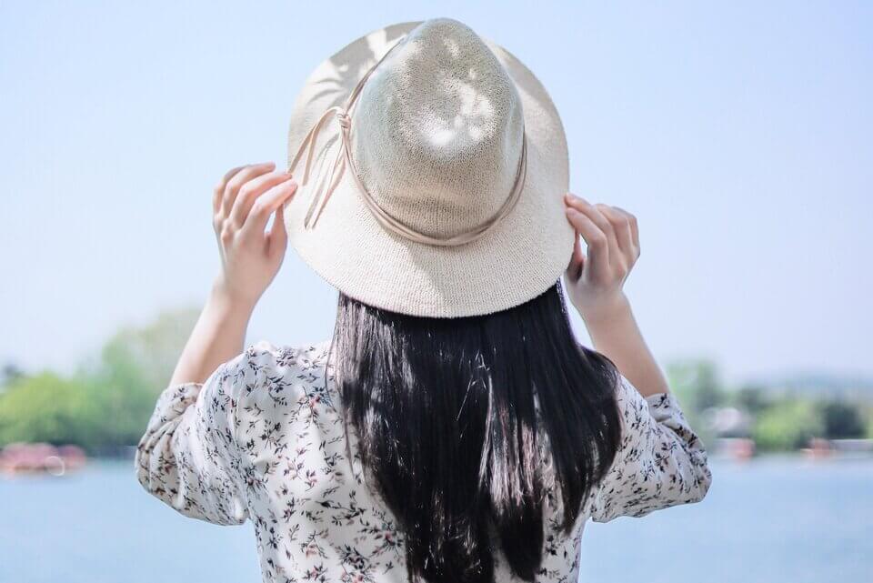 抵抗皮膚老化,使用抗老保養品之餘,別忘了做好最基本的防曬