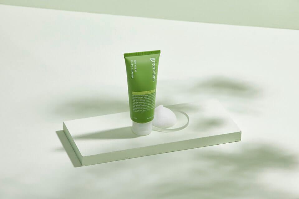 給臉部溫和的清潔,活萃洗面乳幫助減少臉頰痘痘粉刺