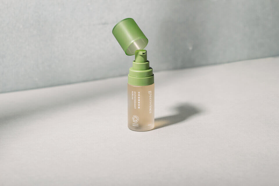 想為肌膚補水,可試試綠藤的活萃修護精華露
